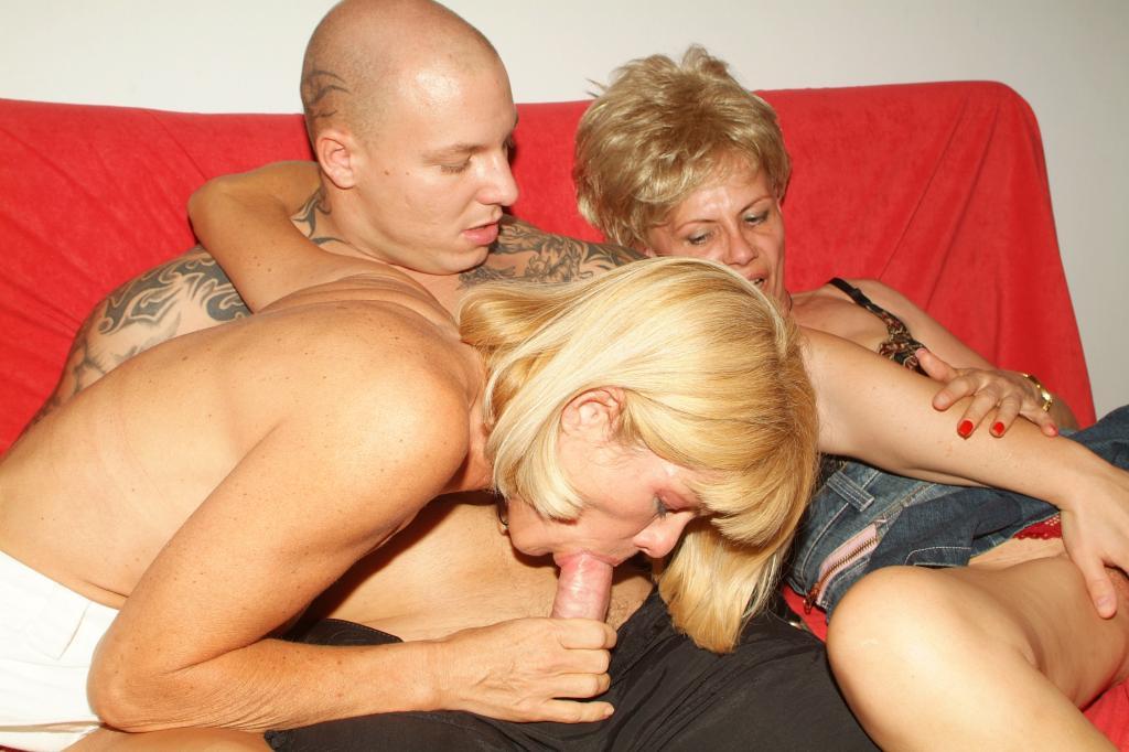 Порно с бабушкой групповое фото 167-101